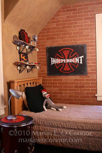 like the basic neutral colors and the skateboard shelves...    also the kind of rock n roll artwork...