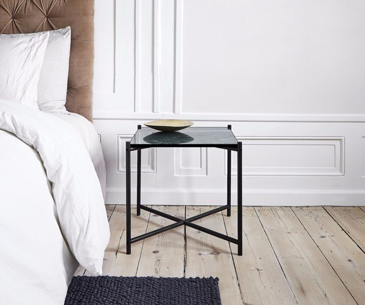 The HANDVÄRK Side Table can be used for different purposes: As a small coffee table, a side table or even as a night stand. This piece is made of green marble.