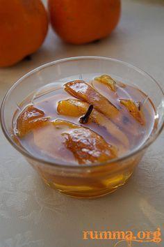 Cennet hurması reçeli veya trabzon hurması reçeli ismi ne olursa olsun şifalı güzel bir reçel.Olur mu olmaz mı derken, denedim oluyormuş..:) Cennet hurması reçeli için gereken malzemeler 2 adet iri çikolata cinsi sert hurma (500 gr) 2 su bardağı şeker 1 su bardağı su 3 adet karanfil veya bir kabuk tarçın 1 tatlı kaşığı limon …