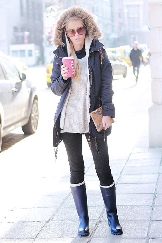 Looking cute in the cold can be pretty tough because all you want to do is be warm. However, bundling up for the cold doesn't mean you have to sacrifice being cute. Take a look at some of these outfits down below for tips on how to bundle up in these cute cold weather outfits! Winter is perfect.