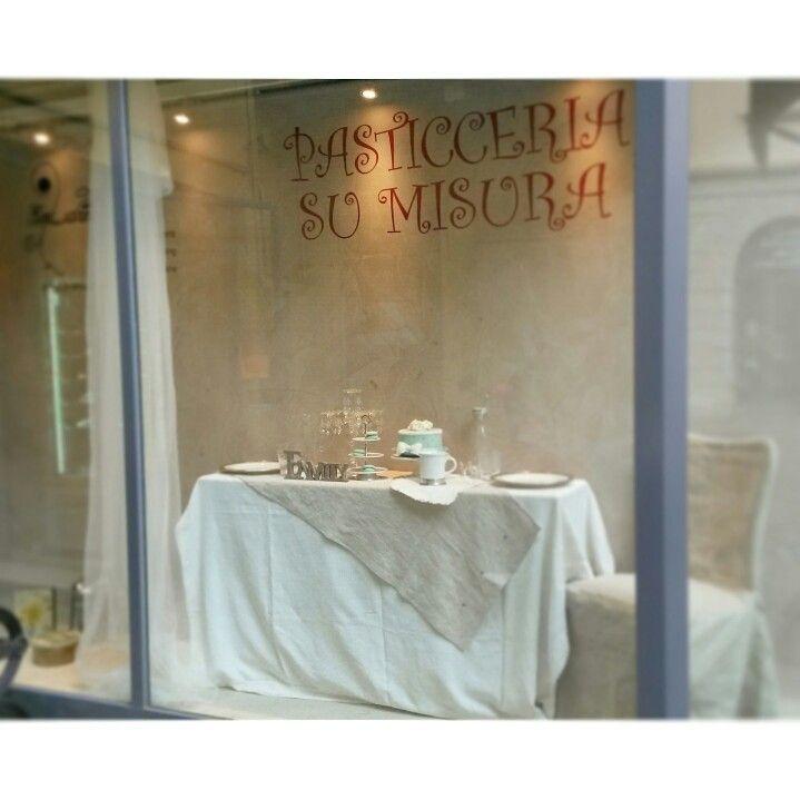 Cenetta romantica  #PasticceriaSuMisura #shopwindow #Lecco