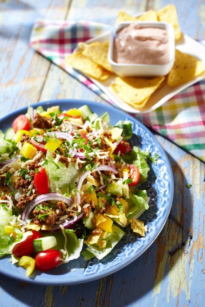 Jauheliha-nachosalaatti  | Pirkka  #food #Mexican