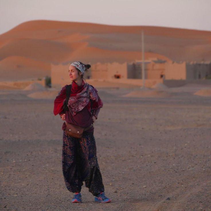 Merci Khamlia merci à ses habitants pour leur accueil leurs sourires leur générosité. Et un clin dœil tout spécial à  @hennavagabond et @decruzlaurent les voodoos child . Un rappel à lAutre et à Soi une vibration à lunisson.  . . .  #khamlia #merzouga #maroc #marocco #voyage #travelgram #instatravel #vibration #reconnaissant #saharadesert #gnaouamusic #despas #despasdanse