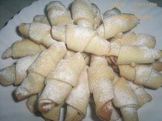 Печенье-трубочки с курагой не содержит яиц и молочных продуктов и подходит для веганов, а также в пост.