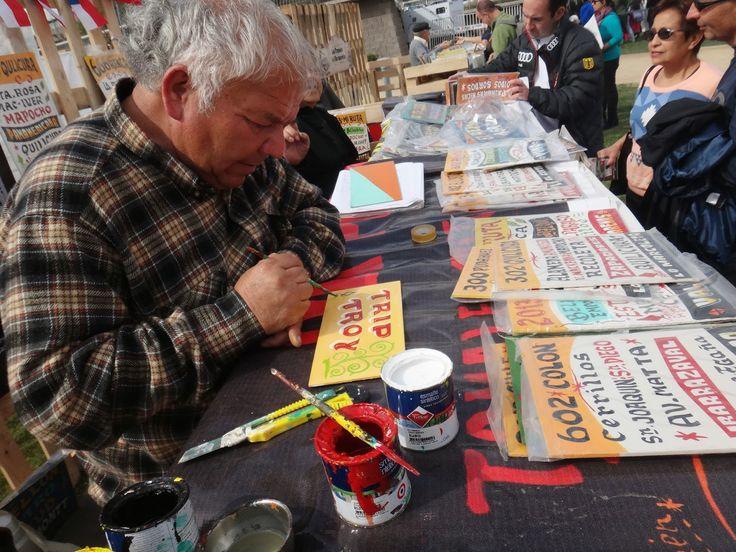 Zenen Vargas, letreros, Santiago Chile, living art - via Expats in South America