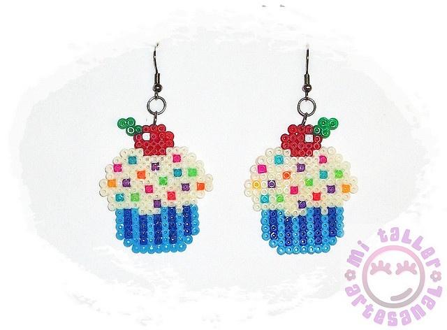 """cupcakes hama - pendientes helado con virutas de colores by """"mi taller artesanal"""