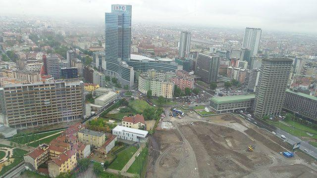 Lo #skyline di #Milano dalla #torre sovrastante Piazza #GaeAulenti #expo365 #raiexpo #expo2015