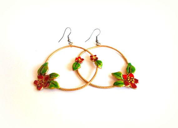 Circle handmade earrings red flowers with green by violettstyle, €22.52