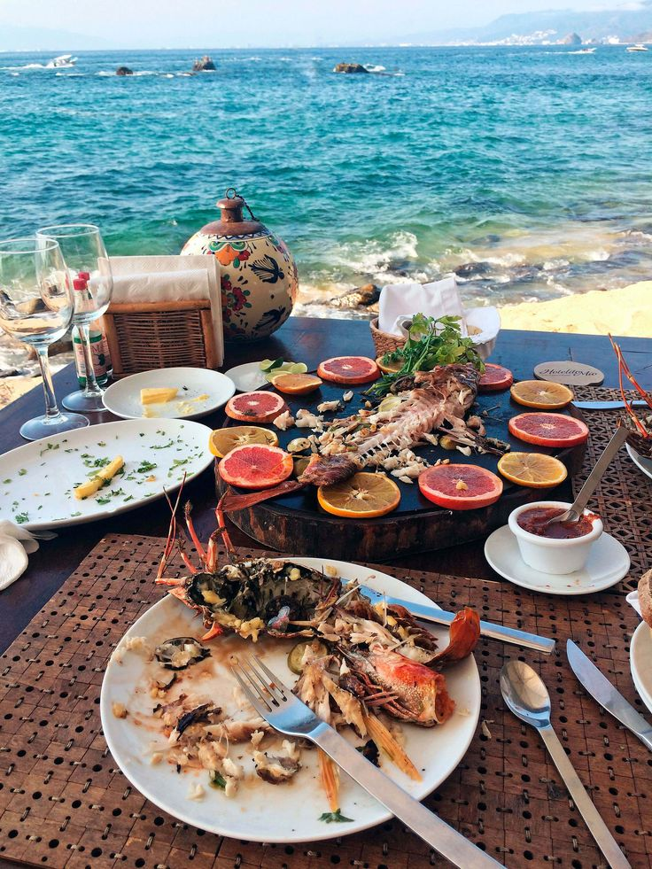 Big meal at Hotelito Mio   Feat. on Alexjumper.com