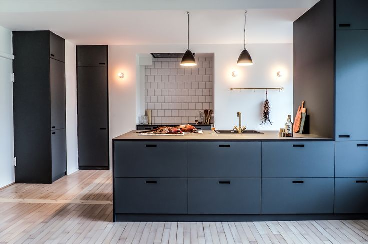 PIN 4: Linoleum is used here in both the kitchen cabinetry and the floor…