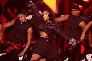 LOS ANGELES (Reuters) - A cantora pop norte-americana Ariana Grande disse nesta sexta-feira que irá realizar uma apresentação benefice...