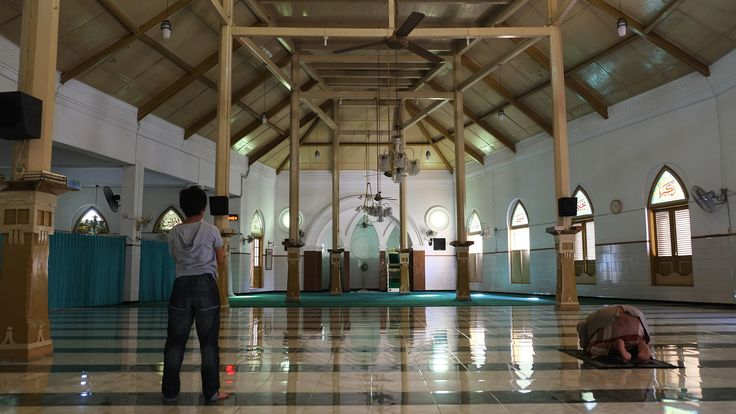 The Trace of Early Foundation:  The main hall of Masjeed Jami' Peneleh, establised in 1424 AD by Raden Rakhmatullah (D: 1481 AD) who is known as Sunan Ampel, one of the founders of early Islamic missionary in the Island of Java.