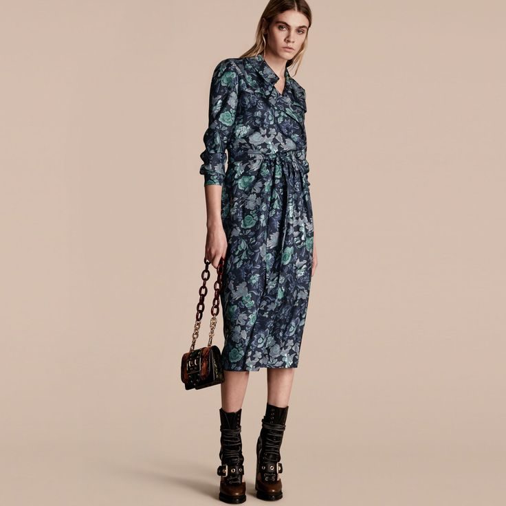 Trenchkleid im Wickeldesign aus Seide mit Gartenblumenmuster Marineblau | Burberry