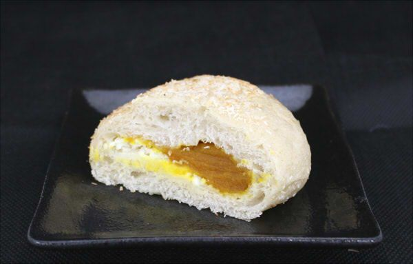中には、かぼちゃあんとクリームチーズがバインミー★サンドイッチ