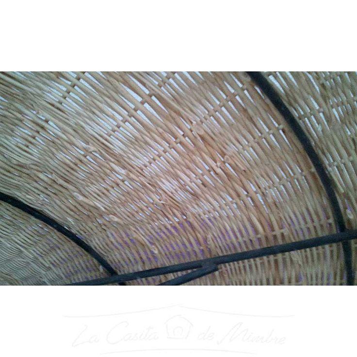 Detalle sombrilla tejida mimbre a mimbre