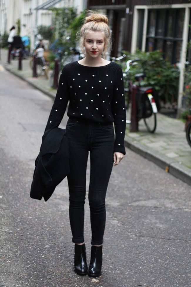Look preto com calça de cintura alta