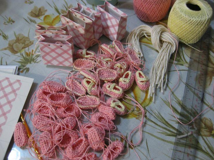 free miniature baby slippers crochet pattern