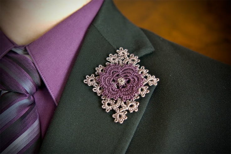 tatted boutonniere from 'Searching for Sara'   Needle Tatting and other Nonsense: 8/1/10 - 9/1/10