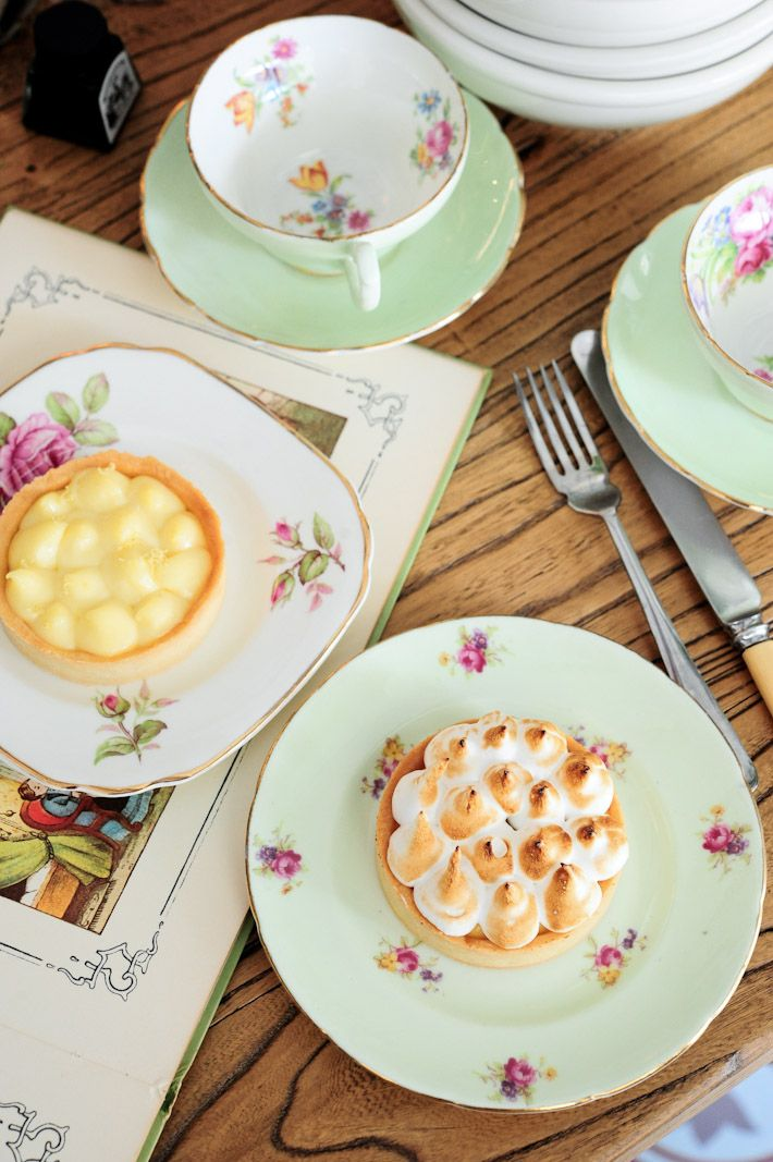 This guide to the best dessert places in Singapore was last updated on 5 July 2014. Desserts make us happy, desserts make us smile, desserts are our best o