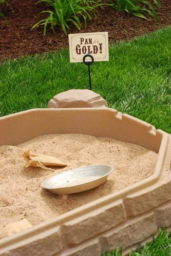 Hostess with the Mostess® - Cowboy Party pan for gold