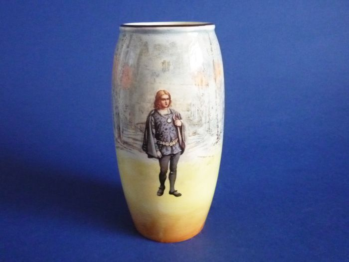 Royal Doulton Shakespearean Characters 'Hamlet' Series Ware Vase D3596 c1915