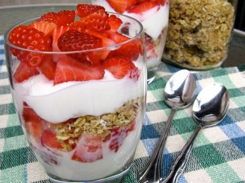 Breakfast Yogurt Granola Parfait for Weight Watchers. An easy and delicious breakfast or brunch that's as pretty as it is healthy. http://simple-nourished-living.com/2008/07/breakfast-parfait/