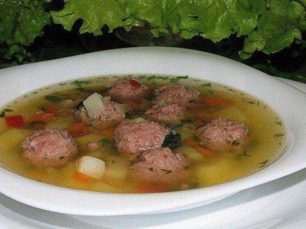 10 лучших рецептов детских супчиков Суп овощной Вымытую и очищенную морковь нарезать соломкой, тушить в кастрюле с небольшим количеством воды под крышкой в течение 10 минут, добавить нашинкованную капусту, нарезанный мелкими кубиками картофель, зеленый горошек, спассерованный лук, залить горячей водой и варить до готовности. Перед снятием с огня добавить сметану. Борщ с картофелем Картофель вымыть, очистить, нарезать кубиками, опустить в кипящую воду, довести до кипения, добавить мелко…
