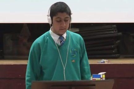 Víctima del bullying hace llorar a sus compañeros con discurs.... Telediario