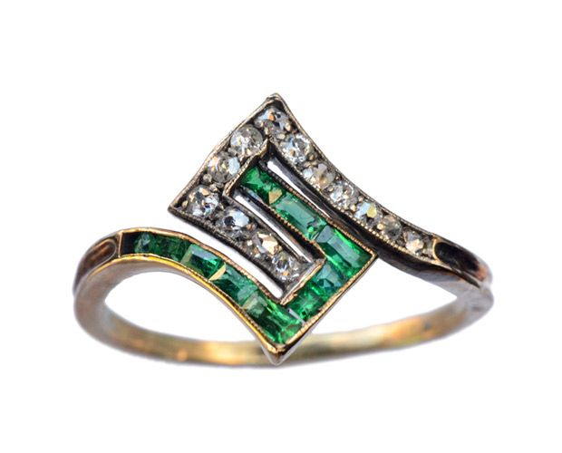 1920s French Art Deco Emerald and Diamond Ring