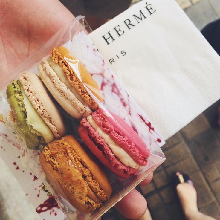 Jofid sur Instagram : A taste of Parisian macaron heaven, thanks to Pierre Hermé #paris #pierreherme