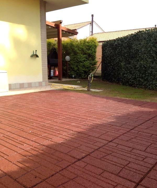 Pavimentazione modulare in gomma con superficie decorata