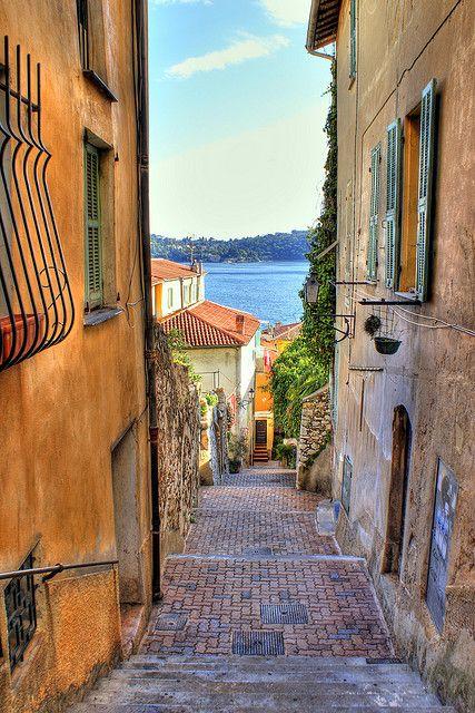 Villefranche Alleyway by Slybacon, via Flickr