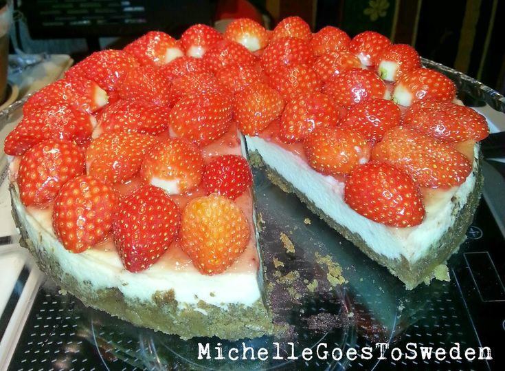 Strawberry Cheesecake – HOMEMADE #chessecake #chessecakelover #christmascheesecake #favecheesecake #cake #baked cheesecake