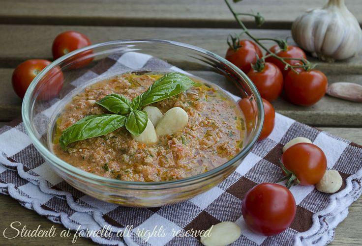 ricetta pesto alla trapanese con pomodori basilico mandorle grana parmigiano ricetta condimento per pasta a crudo estivo