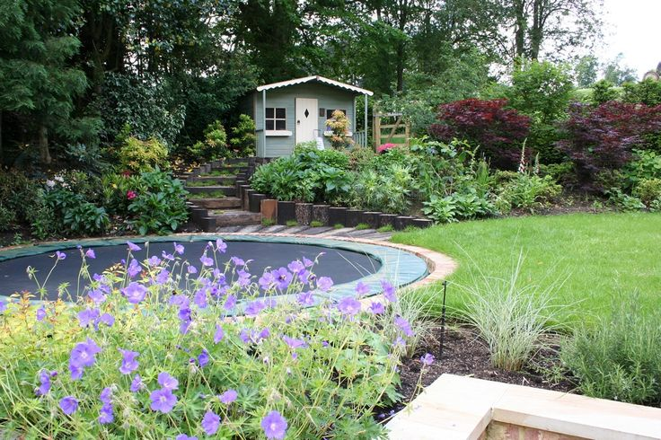 Sunken trampoline - great idea. (Patio Step Garden)