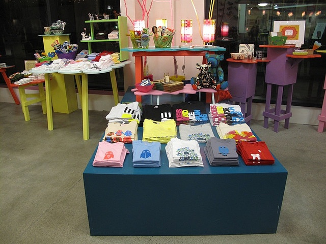 1000 Images About Tshirt Booth Display Ideas On Pinterest