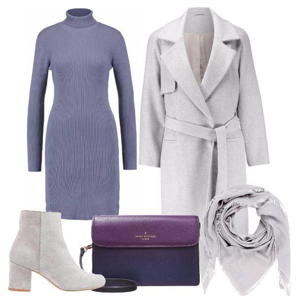 Per questo outfit: vestito a costine manica lunga e collo alto, cappotto dal taglio classico grigio chiaro, stivaletto con tacco largo dello stesso grigio, tracollina bicolore, foulard grigio chiaro.