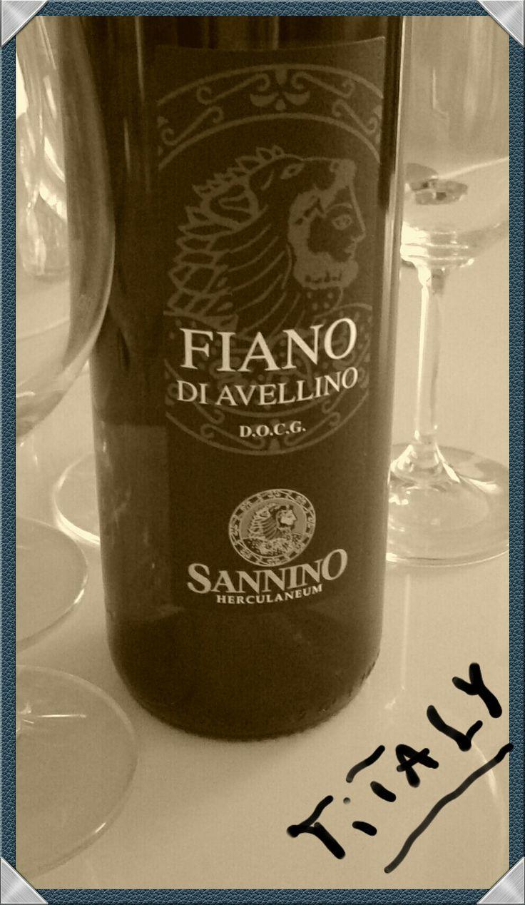 FIANO DI AVELLINO D.O.C.G. 75cl - VINICOLA SANNINO http://www.titaly.it/it/vini-bianchi-campania/106-fiano-di-avellino-docg-campania-8032804300293.html?search_query=fiano&results=4
