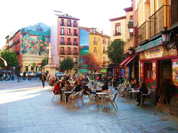 MERCADO DE LA CEBADA: los nuevos mercados de Moda estandarte del barrio;-) Un auténtica PLAZA DE MERCADO donde conjuga la comida con la fotografia y la fotografia con la moda, muy chilling:)  #Madrid #embajadoradeciudades ShopVictimLos nuevos mercados de Moda | ShopVictim