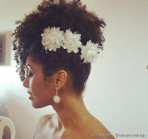 Penteados para Noiva - 140 Belas e Variadas Inspirações Natural Hair Wedding, Wedding Hair And Makeup, Bridal Hair, Hair Makeup, Natural Hair Brides, Curled Hairstyles, Bride Hairstyles, Pretty Hairstyles, African Hairstyles