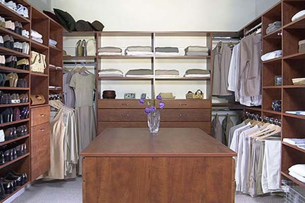 17 best ideas about walk in closet dimensions on pinterest - Master bedroom walk in closet dimensions ...