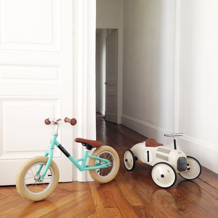#amsterdam #bicycles #veloretti #velorettiamsterdam #design #bike #netherlands #dutch #designbike #mintymint #mint #balancebike #kidsbike #minimalinterior #white #interior #minimal