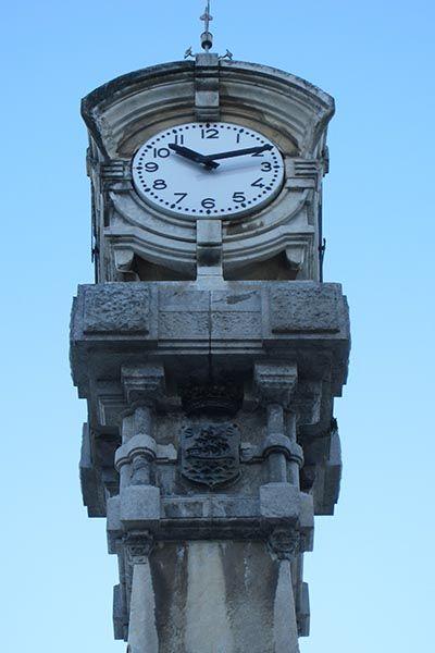 Reloj en el paseo de la Concha de San Sebastián. Lugar de encuentro para muchas personas que se citan para ir a la playa de la Concha. #donostia #sansebastian #reloj