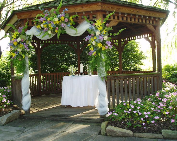 decorating a gazebo for the wedding