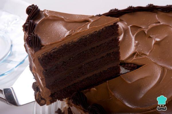 Aprende a preparar torta de chocolate casera con esta rica y fácil receta. Aprende cómo hacer una estupenda torta de chocolate sencilla y deliciosa con esta receta...