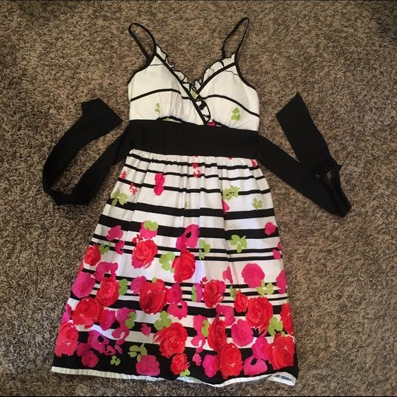 Snap Formal Dress Floral, striped formal dress from Snap! Tulle is attached to the lining on the bottom. Ties in the back. Padded top. Snap Dresses