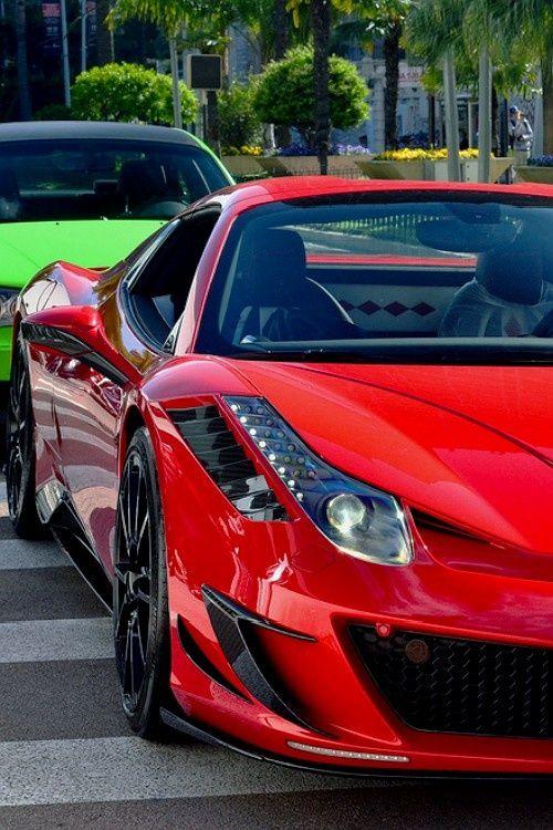 Red Ferrari गाड़ी