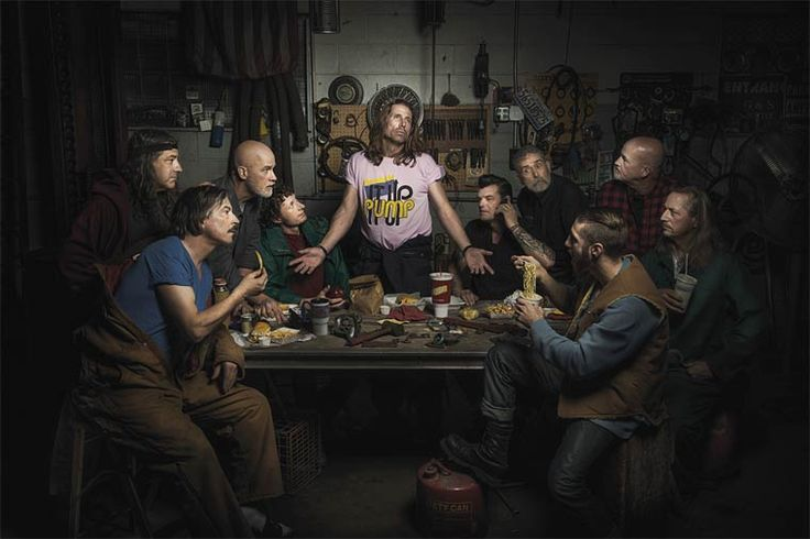 A series of portraits created by the photographer Freddy Fabris, who likes to recreate the masterpieces of painting depicting mechanics in their workshop. Som
