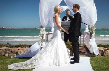 View Tenille Krige's special moments in her Ilse Roux wedding dress creation :: Ilse Roux Bridal Wear