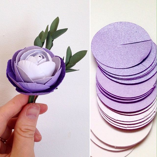Sometimes the simple flat shapes make the more detailed paper flowers. Ranunculas are new to me and although they take ages, I do like the finished flowers #paperflowers #papercraft #paperflower #ranuncula #paperwedding #paperanniversary #weddingideas #buttonhole